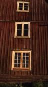 Flera fönsterepoker samsas ibland på samma fasad.