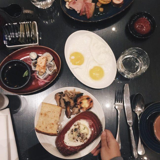 Bữa sáng của hai đứa :))