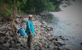 Menuju Gua Sarang, jalannya ternyata batu berbatu yang tidak terduga beratnya