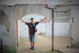 Bekas Rumah, yang menjadi situs Tsunami Aceh disamping PLTD Apung