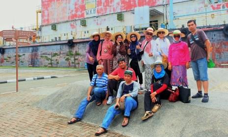 Pose Di Depan PLTD Apung full team BYMers
