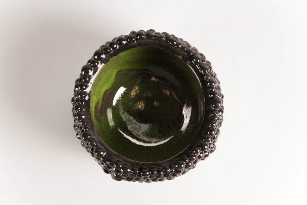 Boîte en céramique à la surface noire brillante
