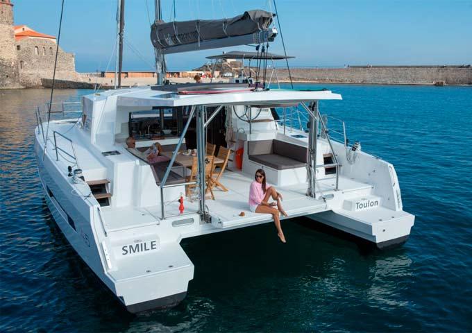 Viaje para Navegar en Catamarán fondeado en puerto