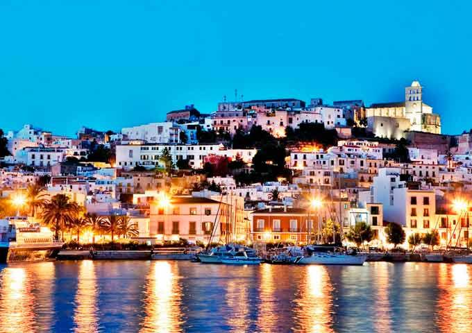 Viaje de vacaciones en velero a Ibiza y Formentera - Puerto