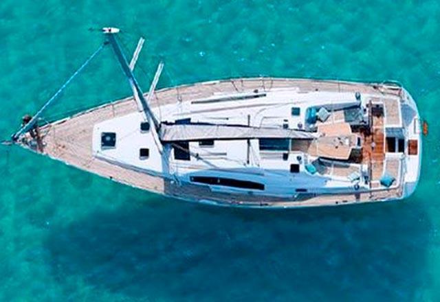 Cubierta del Alquiler de Velero Oceanis 43 en Ibiza