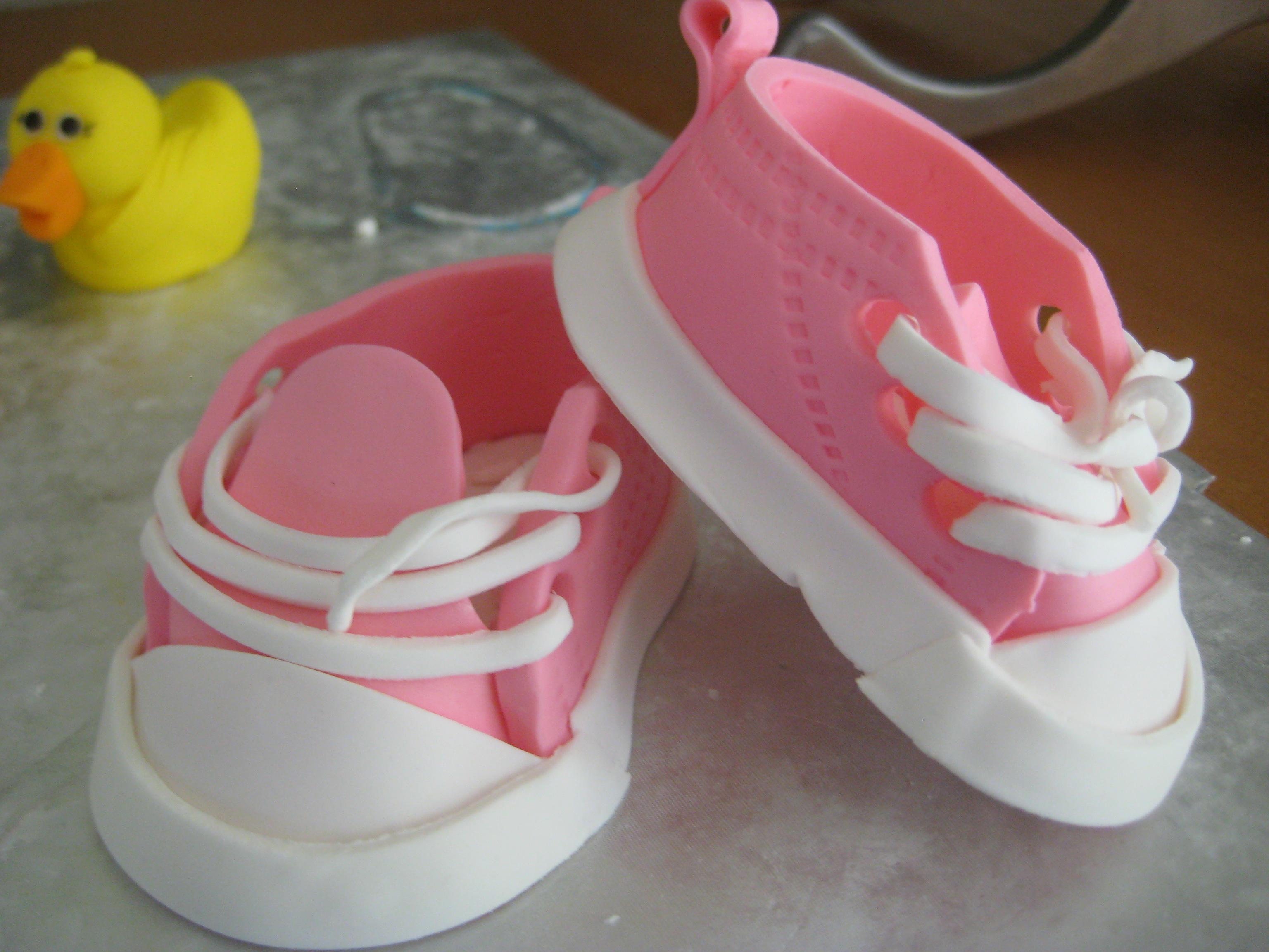 df1f8423c56b Baby Fondant Shoe Template. www cakecentral com tutorial 22305 ...