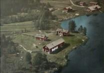 När fotot togs bodde Adolf Eriksson här. Innan det bodde Johan och Inga Persson här med döttrarna Erna och Eva.