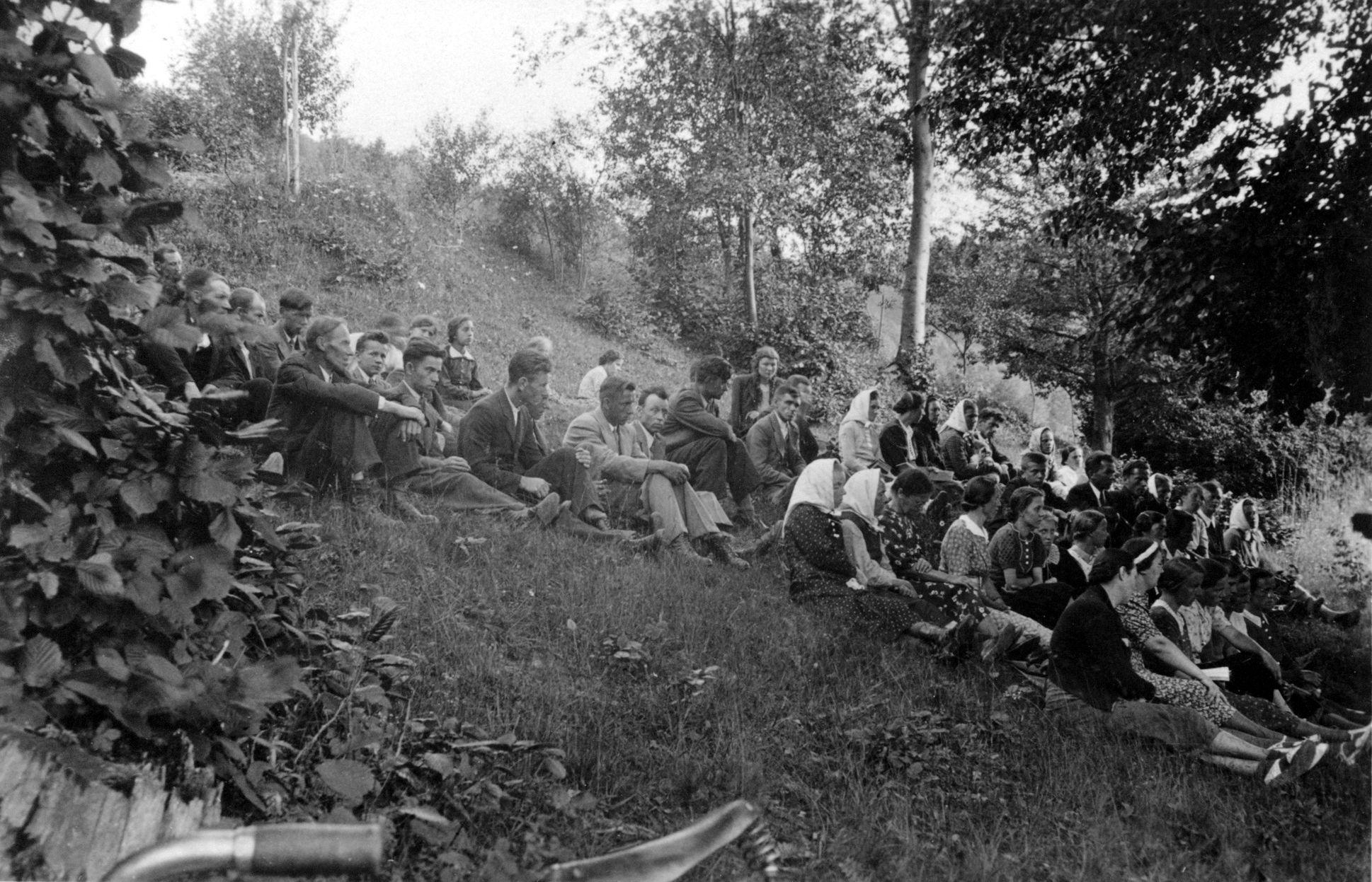 Fotografie z náboženských shromáždění pořádaných ve 30. letech