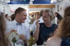 bryllupsgæster og sæbebobler