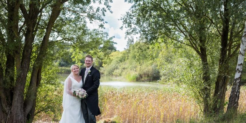brudepar foran skovsø