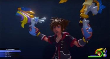 Llave espada con su forma de dos pistolas. Sora al más puro estilo Lara Croft.