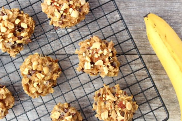 These Peanut Butter Banana Cookies are an easy, delicious, and nutritious way to satisfy your sweet tooth! A vegan and gluten-free treat that's ready in under 15 minutes. | www.bytesizednutrition.com