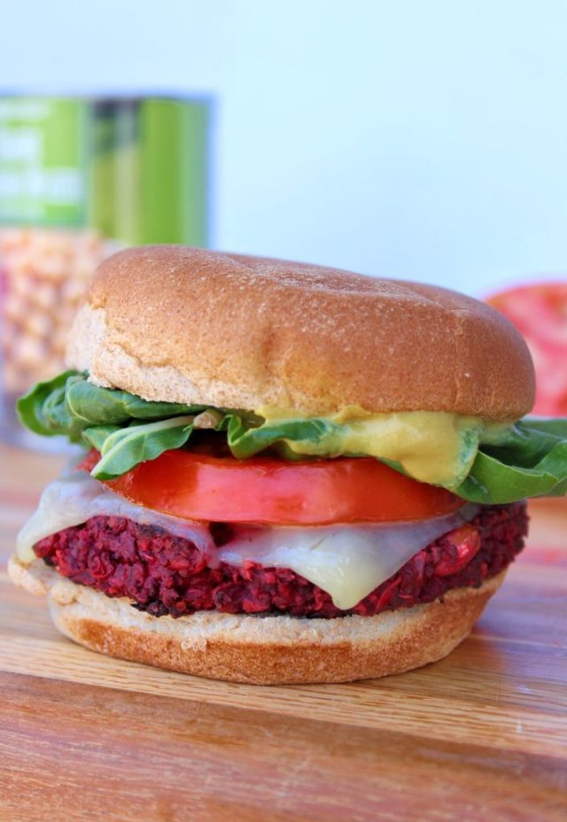 These protein-packed Curried Beet and Quinoa Veggie Burgers are sure to be a hit with vegetarians and meat-lovers alike! Inspired by the infamous Northstar Cafe veggie burger | www.bytesizednutrition.com