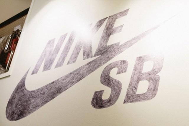 ihc2046e-nike-sb-carnaby-store-london-2014-photographer-maksim-kalanep