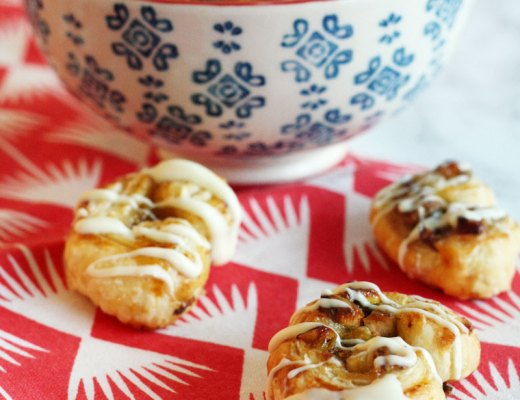 Recipe - Quick and easy sweet puff pastry snacks with fig marmalade, pistachios and white chocolate