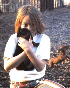 BZTAT-girl-with-dachsund-puppies