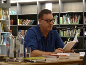 Peter Verhelst beantwoordt de vraag: Waar gaat Zwerm over?