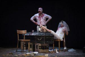 Hamlet van Abattoir Fermé, overgoten door bloed