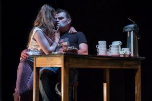 Stefan Degand als Hamlet in voorstelling van Abattoir Fermée
