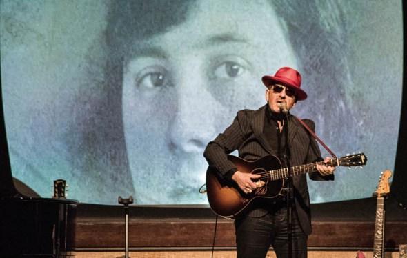 Het concert van Elvis Costello @ De Roma in 2017? Ik ben letterlijk gaan lopen.