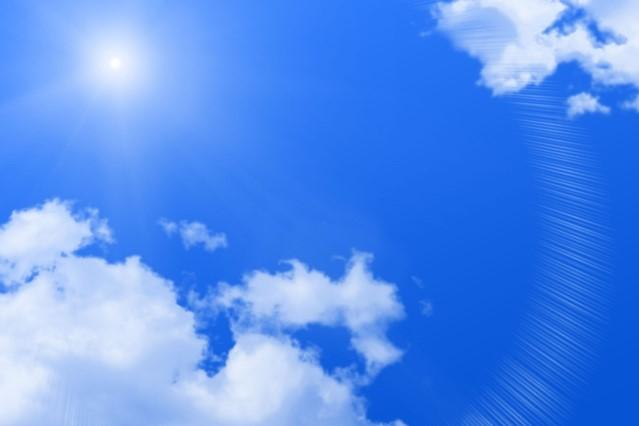青空と太陽と雲
