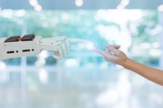 ロボットの手と人間の手