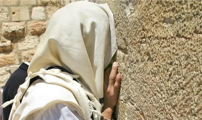 Jew praying with tallit