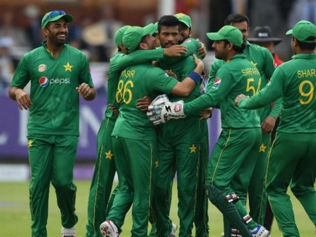 سری لنکا 5 میچز کی سیریز میں گرین شرٹس کو کلین سوئپ کرکے آٹھویں نمبر پر دھکیل سکتا ہے۔فوٹو: فائل