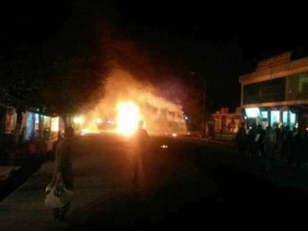 آئل ٹینکر کے ساتھ دھماکا خیز مواد نصب کیا گیا تھا جس کے باعث دھماکے میں زیادہ ہلاکتیں ہوئیں،پولیس۔ ،فوٹو: افغان میڈیا