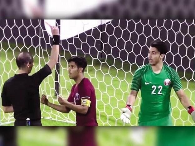 قطر کے کپتان نے فیصلہ کن پنالٹی روک کر اپنی ٹیم کو آئندہ برس شیڈول ایونٹ میں رسائی دلادی۔ فوٹو: سوشل میڈیا