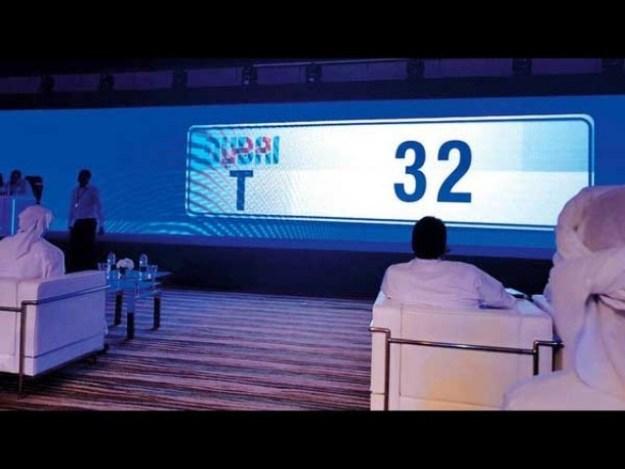 نیلامی سے حاصل ہونے والی آمدنی ایک کروڑ 90 لاکھ 918 درہم (تقریباً 57 کروڑ روپے سے زائد) تک پہنچ گئی۔ (فوٹو: عرب ٹی وی)