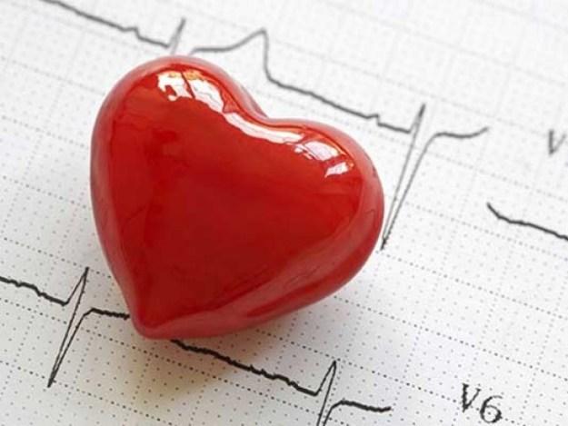 دل کی بیماری 80 فیصد اموات ترقی پذیر اوردرمیانی آمدنی والے ممالک میں ہوتی ہیں۔ فوٹو: سوشل میڈیا