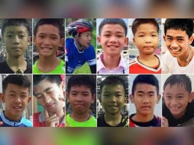 فٹبال اسکول ٹیم کے 12 کم عمر کھلاڑی کوچ سمیت 23 جون کو زیر آب غار میں پھنس گئے تھے۔ فوٹو : اے ایف پی