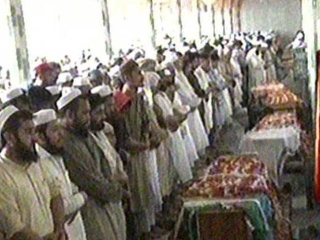اجتماعی نماز جنازہ رحمان بابا قبرستان عیسیٰ خیل جنازہ گاہ میں ادا کی گئی فوٹو اسکرین گریب