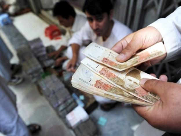 رواں سال کی تقسیم پچھلے سال کی 704.5 ارب روپے کی تقسیم سے 38.1 فیصد زیادہ ہے۔ فوٹو : اے ایف پی