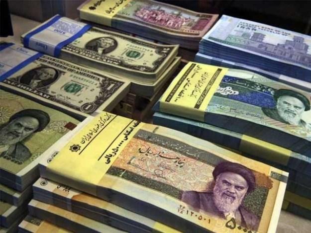 ایرانی کرنسی اپنی دو تہائی قدر کھو کر گزشتہ ہفتے ریکارڈ کم ترین سطح پر پہنچ گئی   فوٹو : فائل
