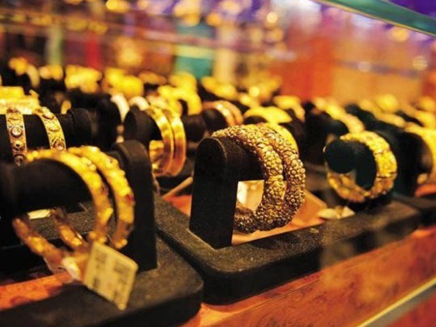 عالمی مارکیٹ میں سونا 6 ڈالر مہنگا ہوا جس کا اثر یہاں پڑا ہے، آل سندھ صرافہ بازار  ۔ فوٹو : فائل