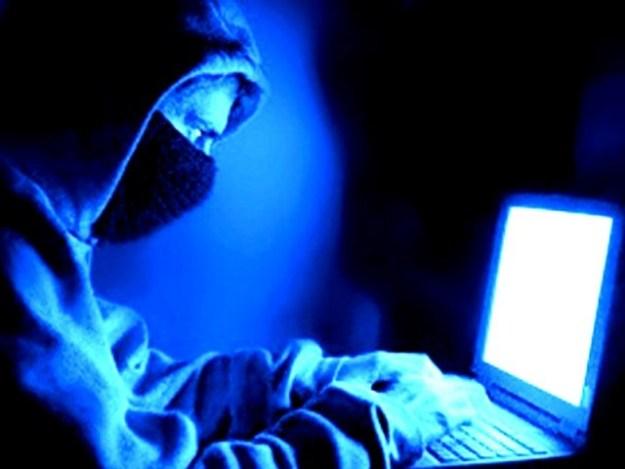 ریاستی پروردہ ہیکرز معاشی حالت میں بہتری کے لیے ڈیجیٹل چوری کی راہ پر گام زن۔ فوٹو: فائل