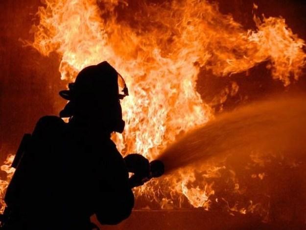 امریکا میں ایک رضاکار فائر فائٹر نے بوریت کے سبب دو گھروں کو آگ لگادی (فوٹو: فائل)
