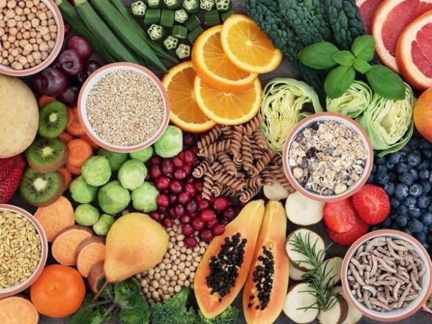 سبزیاں اور ریشے دار غذاؤں کے استعمال سے ڈپریشن کا مرض لاحق ہونے کے امکانات کم ہوجاتے ہیں۔ فوٹو: فائل