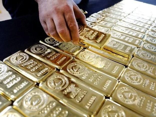 فی تولہ سونے کی قیمت 68800 روپے سے بڑھ کر69300 روپے ہوگئی . فوٹو: فائل