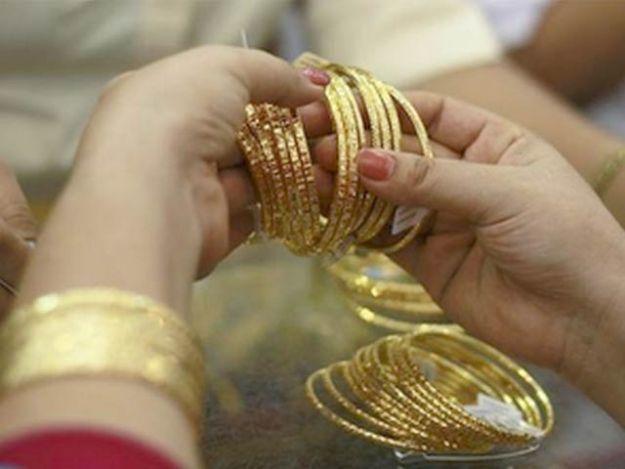 فی 10 گرام سونے کی قیمت بھی 343 روپے اضافے کے ساتھ 60 ہزار 271 روپے ہوگئی۔ فوٹو: فائل