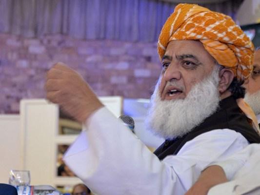 دینی مدارس سے متعلق کوئی بھی فارمولا جے یو آئی کی مشاورت کے بغیر قابل عمل نہیں ہو سکتا، مولانا فضل الرحمان (فوٹو: فائل)