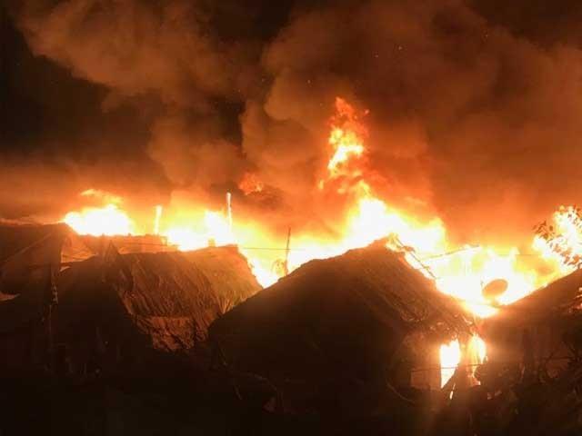 کراچی میں آتشزدگی سے 200 جھگیاں خاکستر، سردی میں غریب افراد دربدر