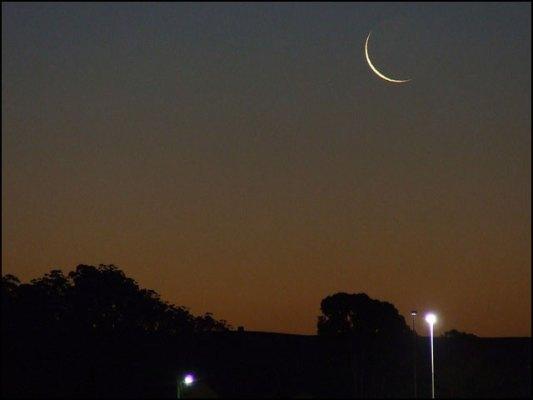 اس سال رمضان المبارک کے چاند کی پیدائش 12 اپریل کی صبح 7 بج کر 30 منٹ پر ہوگی۔ (فوٹو: انٹرنیٹ)