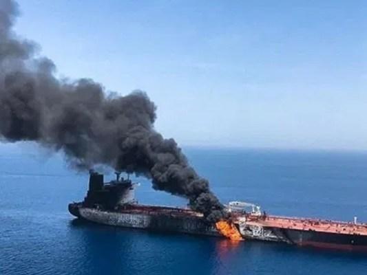 میزائل حملے سے بحری جہاز کو نقصان پہنچا، فوٹو: فائل