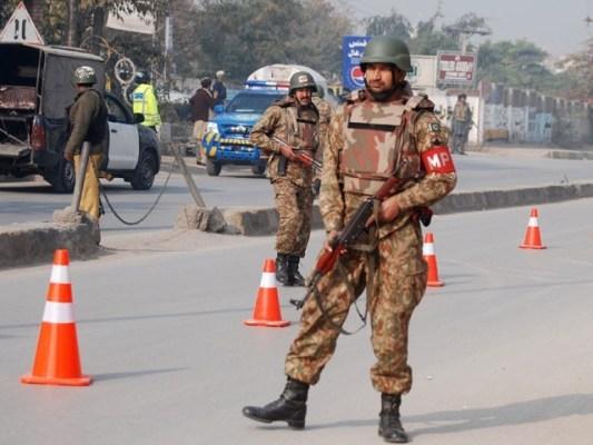 سندھ کے علاوہ ملک بھر میں کورونا ایس او پیز پر عملدرآمد کیلئے فوج بلائی جا سکے گی، شیخ رشید۔ فوٹو:فائل