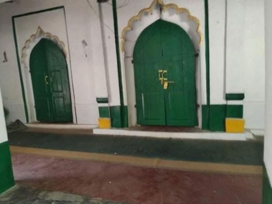 بھارتی پولیس نے مسجد کو منہدم کرنے کے لیے علاقے میں کرفیو لگایا