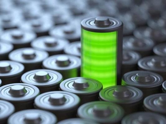 آسٹریلوی سائنسدانوں نے شکر کا محلول ملاکر بیٹریوں کی افادیت میں پانچ گنا تک اضافہ کیا ہے۔ فوٹو: فائل