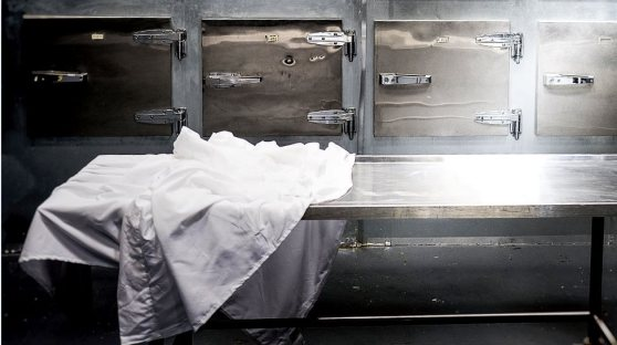 Dead' woman found alive in South Africa morgue fridge - BBC News
